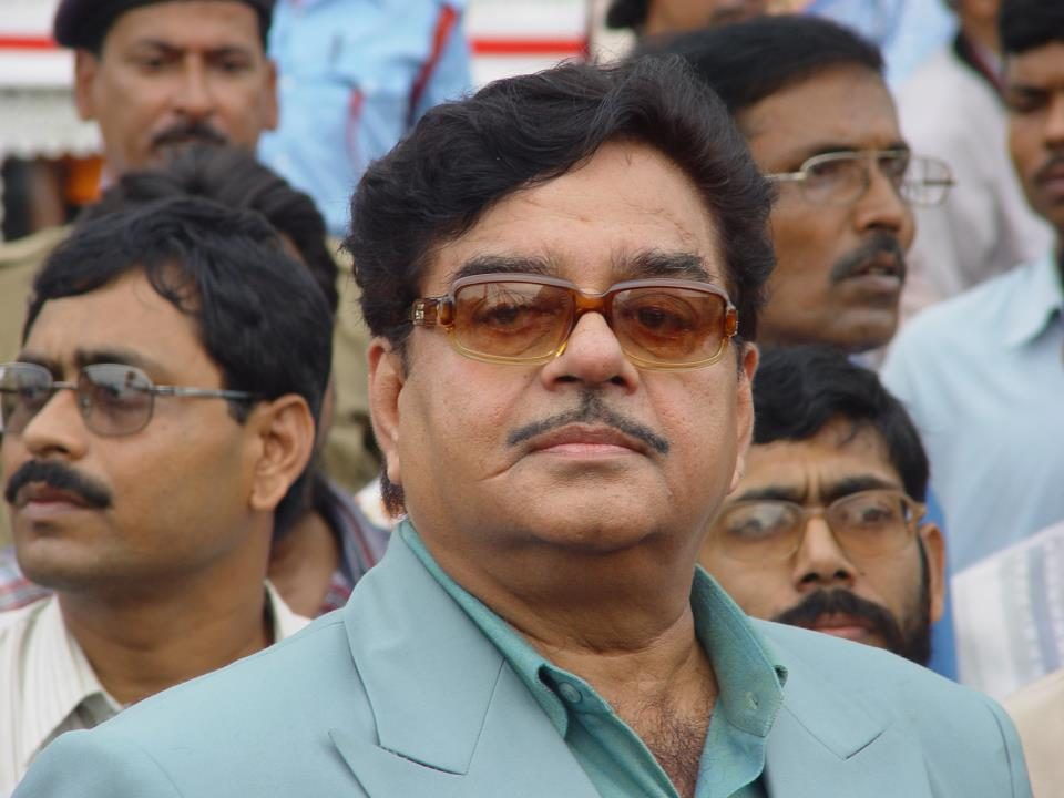 Shatrughan Sinha attacks Modi