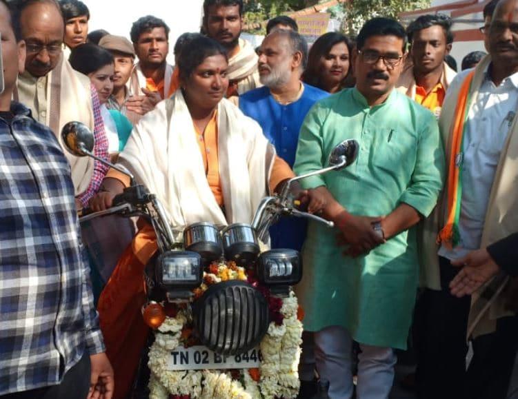 narendra modi rajalaxmi manda driving bullet 15 thousand kilometers from bengaluru to delhi
