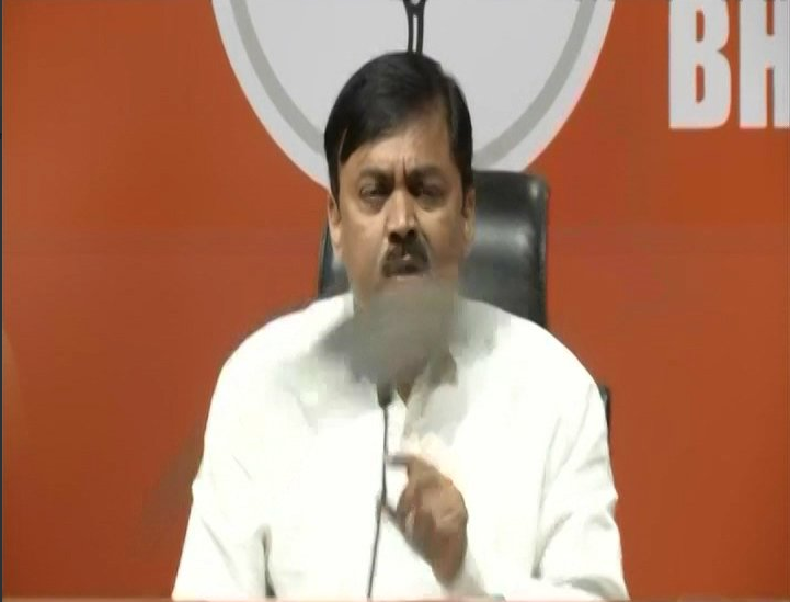 Delhi Shoe hurled at BJP GVL Narasimha Rao during presser