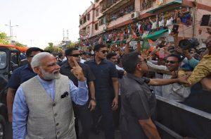 PM narendra modi cast vote in home state Gujarat this morning
